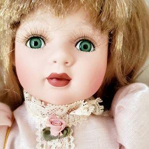 V I N T A G E Maria Porcelain Doll GUC